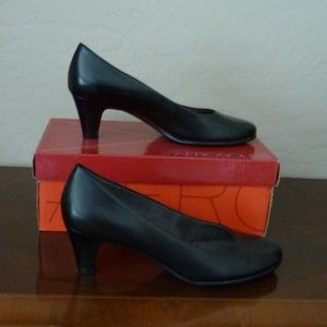 Black Pumps NWOT 8.5 M